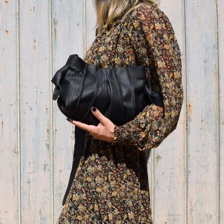 'Reina' shoulder clutch bag in matte black